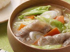 山盛りキャベツの絶品豚汁の画像 Asian Recipes, Ethnic Recipes, Japanese Food, Soups And Stews, Thai Red Curry, Food And Drink, Cooking Recipes, Tasty, Meat
