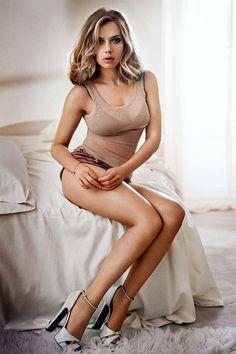 trautmans-legs:  Scarlett Johansson - Esquire Magazine - November 2013                                                                                                                                                     Más