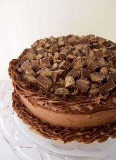 Mary Quite Contrary Bakes: Kit-Kat Cake Yummy Treats, Sweet Treats, Yummy Food, Cupcakes, Cupcake Cakes, No Bake Desserts, Dessert Recipes, Dessert Ideas, Cake Ideas