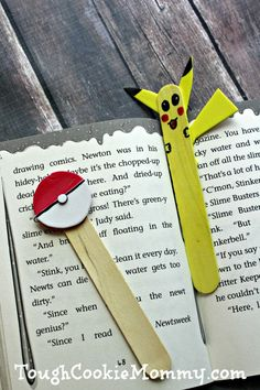 DIY Pokemon Bookmark And Pointer - Tough Cookie Mommy - Basteln Diy Pokemon, Pokemon Party, Crafts For Boys, Projects For Kids, Diy For Kids, Pokemon Bookmark, Market Day Ideas, Pokemon Birthday, Craft Activities