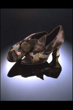 ca. 1922 via The Victoria & Albert Museum