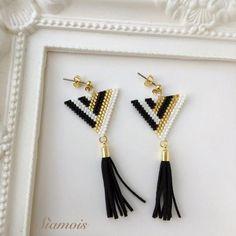 beaded earrings making Seed Bead Jewelry, Bead Jewellery, Seed Bead Earrings, Diy Earrings, Gold Earrings, Beaded Earrings Patterns, Bracelet Patterns, Beaded Bracelets, Beaded Earrings Native