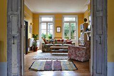 Keltainen talo rannalla: englantilainen sisustustyyli