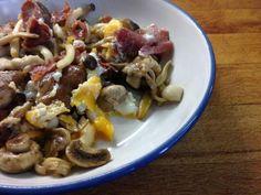 Huevos Fritos, Pasta Salad, Ethnic Recipes, Food, Fried Egg Sandwiches, Stir Fry, Breakfast, Ethnic Food, Beverages