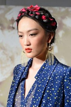 9 daring hairstyles we can't wait to wear! This needs to go with my Frida Kahlo costume ideas. Box Braids Hairstyles, Pretty Hairstyles, Girl Hairstyles, Wedding Hairstyles, Wedding Updo, Ribbon Hairstyle, Ribbon Braids, My Hairstyle, Hairstyle Photos