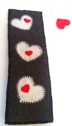 HEARTS - felt bookmark. $6.00, via Etsy - shop: Cifrapalota.