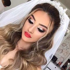 20 ideias de batom vermelho para noivas. Clique na imagem e confira. #noiva #casamento #batomvermelho