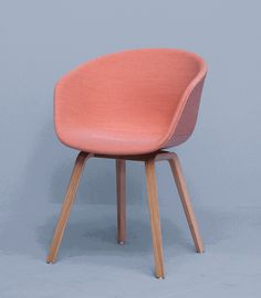 Werd jij op slag verliefd op de HAY AAC23 stoel? Dan ben je niet alleen. De AAC23 is een van de bestsellers in onze About a Chair collectie van HAY.