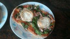 Pizza de pechuga de pavo, espinacas y queso de cabra