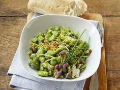 Saubohnensalat mit Walnusskernen ist ein Rezept mit frischen Zutaten aus der Kategorie Gemüsesalat. Probieren Sie dieses und weitere Rezepte von EAT SMARTER!