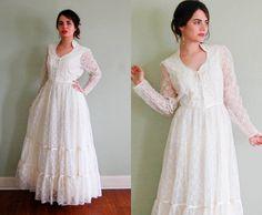 Vintage Wedding Dress / Gunne Sax Wedding Dress / by VukoviVintage.