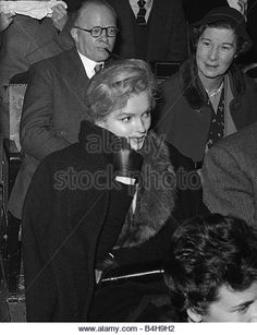 Actress Marilyn Monroe attends a discussion at Royal Court Theatre November 1956 - Stock Image