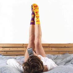 "Polubienia: 317, komentarze: 2 – Happy Socks Polska (@happysocks_pl) na Instagramie: ""Sobotę czas zacząć🍒🍍 via @mrs.chops #happysocks #saturday #love #cherry #pineapple #relax #bed…"""
