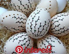 Ideas for Easter eggs: decoupage, watercolors, ombre, speckled and many more - Gabriele Home - Home Design Jet Easter Egg Designs, Ukrainian Easter Eggs, Easter Egg Crafts, Egg Art, Egg Decorating, Decorating Easter Eggs, Easter Decor, Easter Table, Easter Ideas