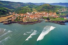 Euskadi (Basque Country) Bizkaia, Mundaka, (By Gonzalo Azumendi)