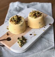 Kulfi met mango en pistache - My happy kitchen & lifestyle Roast Recipes, Gourmet Recipes, Sweet Recipes, Vegetarian Recipes, Healthy Recipes, Mango Kulfi, Roasted Winter Vegetables, Kulfi Recipe, Indian Desserts