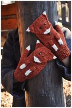 Fox Mittens Pattern ~ Free from Petite Purls What a cool pair of mittens. Crochet Mittens Pattern, Crochet Gloves, Knit Mittens, Knit Or Crochet, Knitting Patterns, Crochet Patterns, Crochet Cross, The Mitten, Knitting For Kids