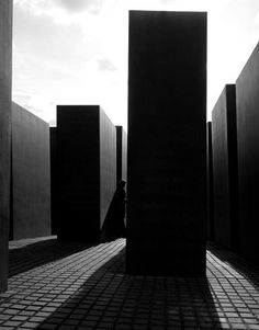 By Klaus Frahm. Dark, sexy and mysterious, I want to get inside this image and take a look around. The architecture is bold, which is accentuated by the deep contrast. German Architecture, Minimalist Architecture, Architecture Drawings, Minimalist Design, Architecture Design, Unusual Buildings, Interesting Buildings, Luigi Snozzi, Peter Eisenman