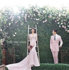 A Guide to Good Wedding Photography Pre Wedding Poses, Pre Wedding Photoshoot, Wedding Shoot, Wedding Gowns, Wedding Ideas, Korean Picture, Korean Wedding Photography, Muslimah Wedding Dress, Lace Beach Wedding Dress
