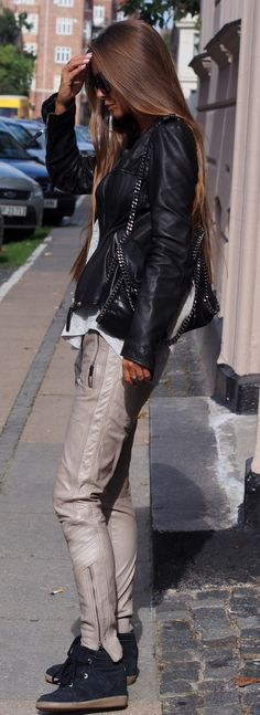 Maria Kragmann is wearing a leather jacket from Munderingskompaniget, T-shirt from Zara, Leather trousers from Gustav, sunglasses from Marc Jacobs and sneakers from Isabel Marant