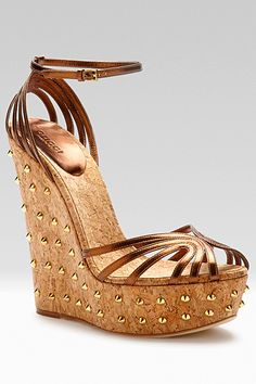 Shoes are such an essential part of a whole wardrobe. they make or break the entire look! I have been working in the shoe industry for o. Fancy Shoes, Cute Shoes, Me Too Shoes, Gold Shoes, Gucci, Wedge Shoes, Wedge Sandals, Metallic Leather, Beautiful Shoes