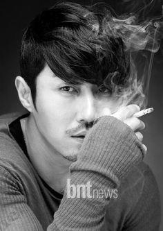 Cha Seung Won smoking