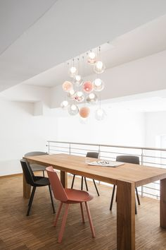 The Bocci 28 Configurator is a tool designed to experiment with various colour and composition options for your chandelier.