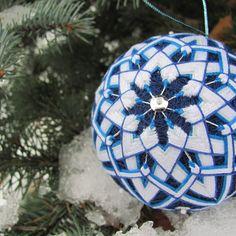 """Елочный шар """"Снежинка"""" ручной работы в стиле Темари из хлопковые ниток"""