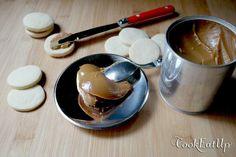 Υπέροχη κρέμα καραμέλας που γίνεται από το ζαχαρούχο γάλα, μόνο σε 35 λεπτά! Cooking Time, Panna Cotta, Pudding, Cookies, Tableware, Cake, Ethnic Recipes, Desserts, Up