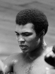 Photographer Peter Angelo Simon was allowed rare access to Muhammad Ali as he trained in Pennsylvania during the summer of 1974 for his fight against George Foreman. Boxer Quotes, Muhammad Ali Fights, Float Like A Butterfly, Hometown Heroes, Boxing Champions, George Foreman, Rumble In The Jungle, John Kennedy, Image Shows