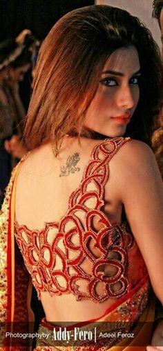 OMG Beautiful cut-work Saree / Lehenga Choli Blouse back details. (make sure all threads are cut) Photo by and beautiful model too, via Blouse Back Neck Designs, Sari Blouse Designs, Saree Blouse Patterns, Stylish Blouse Design, Choli Designs, Cut Work, Beautiful Blouses, Beautiful Saree, Saree Styles
