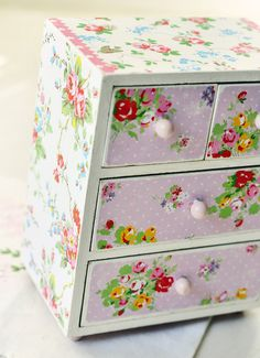 Birds and Blossoms shabby trinket box. Oh I have one of these in the shed, wondered what to do with it. Now I know!