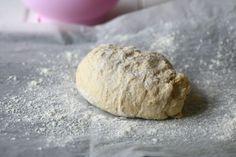 Helppo ja nopea pitsapohja ilman hiivaa - Suklaapossu Food And Drink, Pizza, Bread, Drinks, Drinking, Beverages, Brot, Drink, Baking