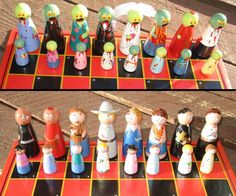 zombies vs people ahaha....would be awesome homemade chess set!