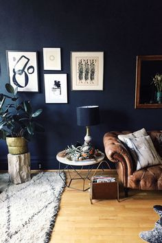 Stylish Black Accent Walls Bedrooms Ideas 03 3 - Home Interior and Design Navy Living Rooms, Accent Walls In Living Room, Accent Wall Bedroom, My Living Room, Home And Living, Living Room Decor, Living Spaces, Modern Living, Blue Bedroom