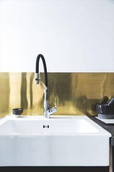 Damixa Rowan Pro kitchen mixer with gold background Kitchen Mixer, Kitchen Taps, Sink, New Homes, Bathtub, Gold Background, Kitchens, Design, Home Decor