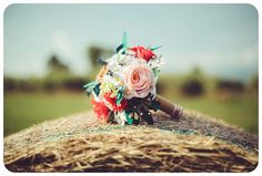 In questo post si parla dello stile Boho Chic! Foto di Russotto Photography  #bouquetalternativi #unusualbouquet #bouquetsposa #bouquet #bouquetalternativo #bouquetparticolare #bouquetfattoamano #bouquetsposaparticolari #bouquetbottoni #bottoniera #bouquetsposaparticolare #bouquetfioresingolo #fioribouquet #bouquetdifioridicarta #bouquetdicarta #design #bouquetgioiello #lego #bouquetmatrimoniocivile #bouquetoriginali #bouquetconfioridicarta #bouquetbohochic