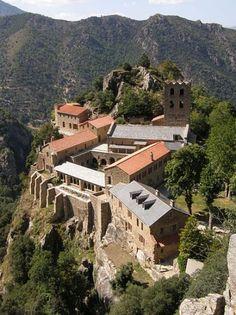 Vernet les Bains Pyrénées Orientales Languedoc Roussillon avec sortir loisirs