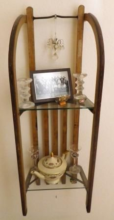 Your old sled is no longer good for sledding? Make a shelf out of it! - Home Decoration - Your old sled is no longer good for sledding? Make a shelf out of it! … – Home Decoration Your old sled is no longer good for sledding? Make a shelf out of it! Upcycled Home Decor, Repurposed, Diy Home Decor, Deco Originale, Sled, My New Room, Wood Projects, Ladder Decor, Diy Furniture