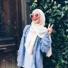 these sunnies thoooooo Tesettür Jean Modelleri 2020 Modern Hijab Fashion, Muslim Fashion, Modest Fashion, Stylish Hijab, Casual Hijab Outfit, Hijab Style Tutorial, Hijab Trends, Hijab Fashionista, Piercings