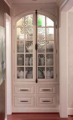 Craft Ideas A DIY stenciled china cabinet using the Leopard Skin allover pattern. Leopard Room, Annie Sloan Chalk Paint Projects, House Painting Tips, White Home Decor, Cabinet Makeover, Stencil Diy, Furniture Restoration, White Houses, Contemporary Interior