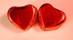 Ystävänpäivän eli Pyhän Valentinuksen päivän alkuperästä on erilaisia käsityksiä. Päivän taustalla on pyhimystaru, itse asiassa useitakin. Historia tuntee monta Valentinus-nimistä marttyyria.