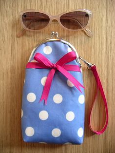 Curved purse frames de-mystified (aka. Dottie Glasses Case) Tutorial