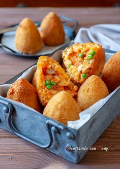 Bakery Design, Food Design, Arancini Recipe, Pizza, Best Italian Recipes, Street Food, Finger Foods, Appetizers, Tasty