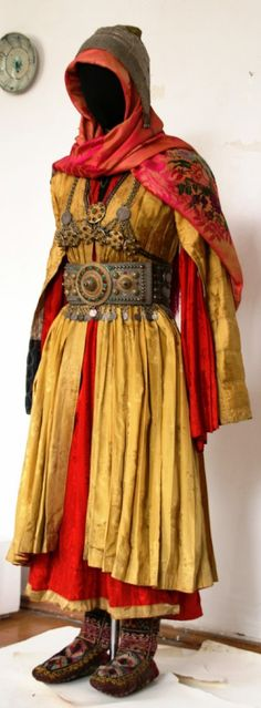 Traditional costume from Dagestan (Tsakhur women) Cosplay Costume, Folk Costume, Medieval Costume, Tribal Costume, Medieval Gown, Pirate Costumes, Historical Costume, Historical Clothing, Larp
