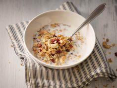Kotimysli Mysliä syödään aamiaiseksi ja välipaksi useissa kodeissa. Mitäpä jos valmistaisit tällä kertaa itse herkullisen myslin. http://www.valio.fi/reseptit/kotimysli/ #valio #resepti #ruoka #recipe #food
