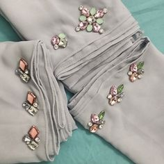 Embroidery On Clothes, Embroidery Fashion, Embroidery Dress, Hand Embroidery, Abaya Fashion, Diy Fashion, Designer Wear, Designer Dresses, Crystal Embroidery