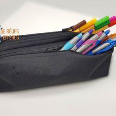 @derevesensacs sur Instagram: Trousse double zip, en accord parfait avec le quadrille toile à sac noir et nénuphars ou seule, au choix. Crayons, pinceaux, petits…