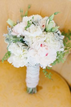 delicate and feminine bouquet by MumsFlowers.net // photo by AliciaBrownPhotography.com