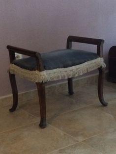 54x49x39 banco de madera para cambiar tapiceria, se puede dejar en madera o pintar 30 euros sin tapizar 40 tapizado
